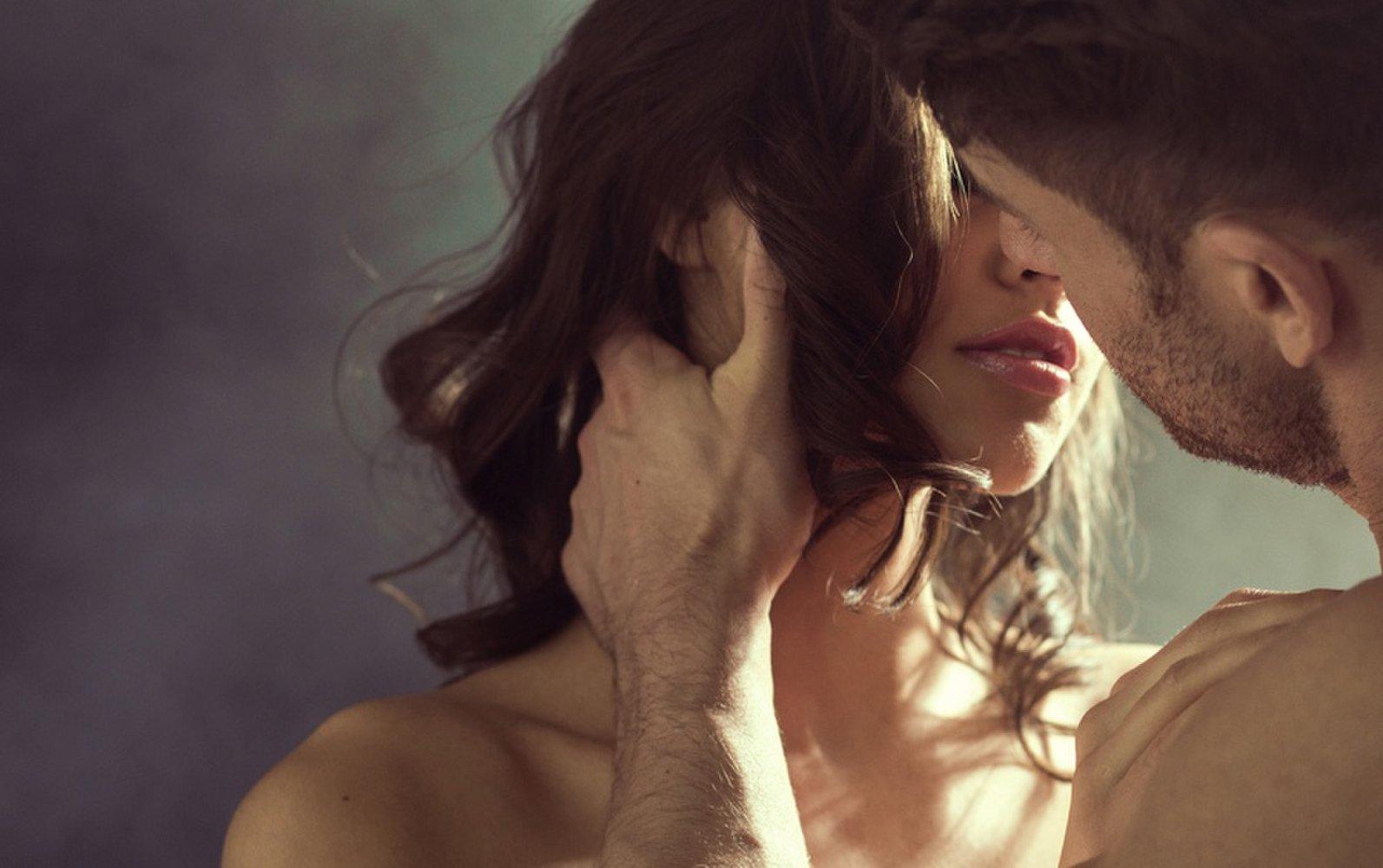 Cuplu sarutandu se