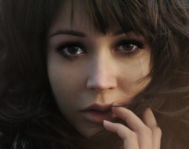 Relatii toxice femeie plangand