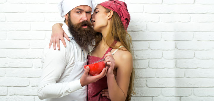 Cuplu gustand preparate afrodisiatice