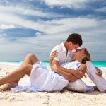 Cuplu indragostit pe plaja