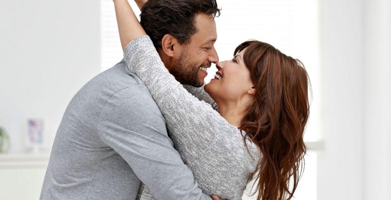 Invata sa-l iubesti Cuplu sarutandu se