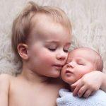 Nou nascut cu fratele